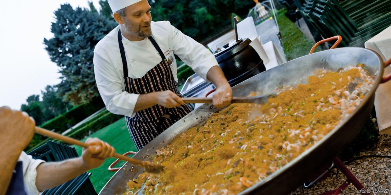 Cooking paella at Le Cedrare