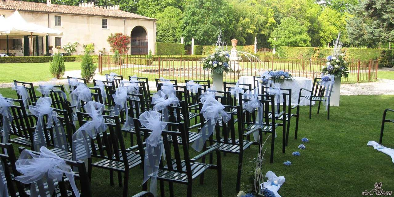 Preparation for civil marriage in the park of the restaurant in Verona, The Cedrare