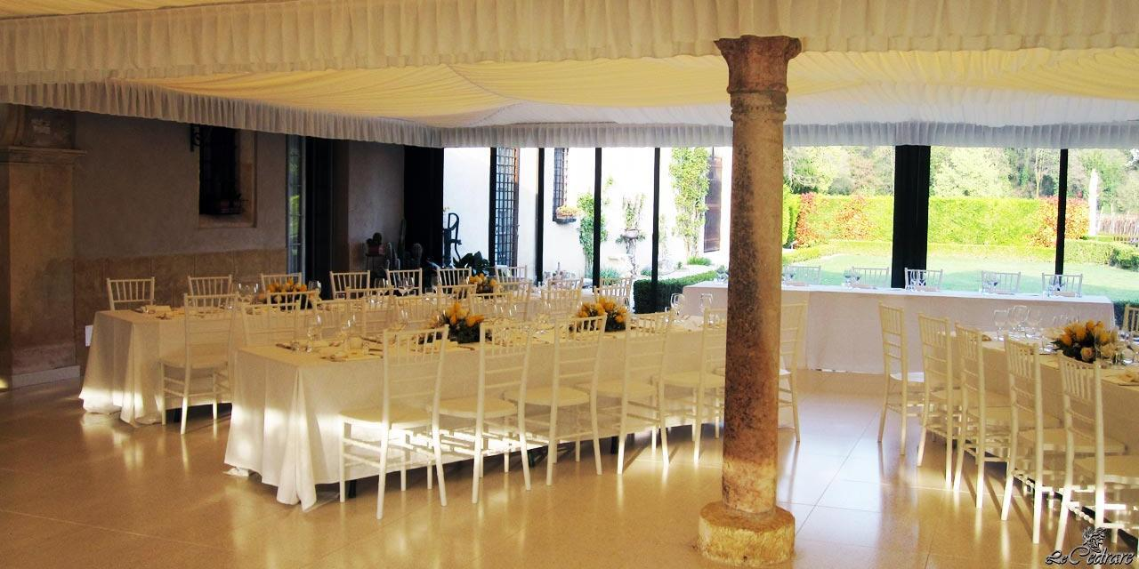Restaurant with lounge patio for large groups, corporate dinners, business lunches, weddings