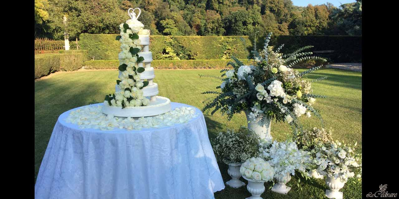 Wedding cake in the park of the restaurant
