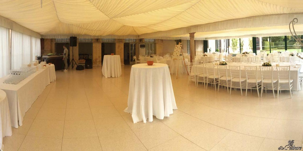 Restaurant with a wide room for weddings with large groups