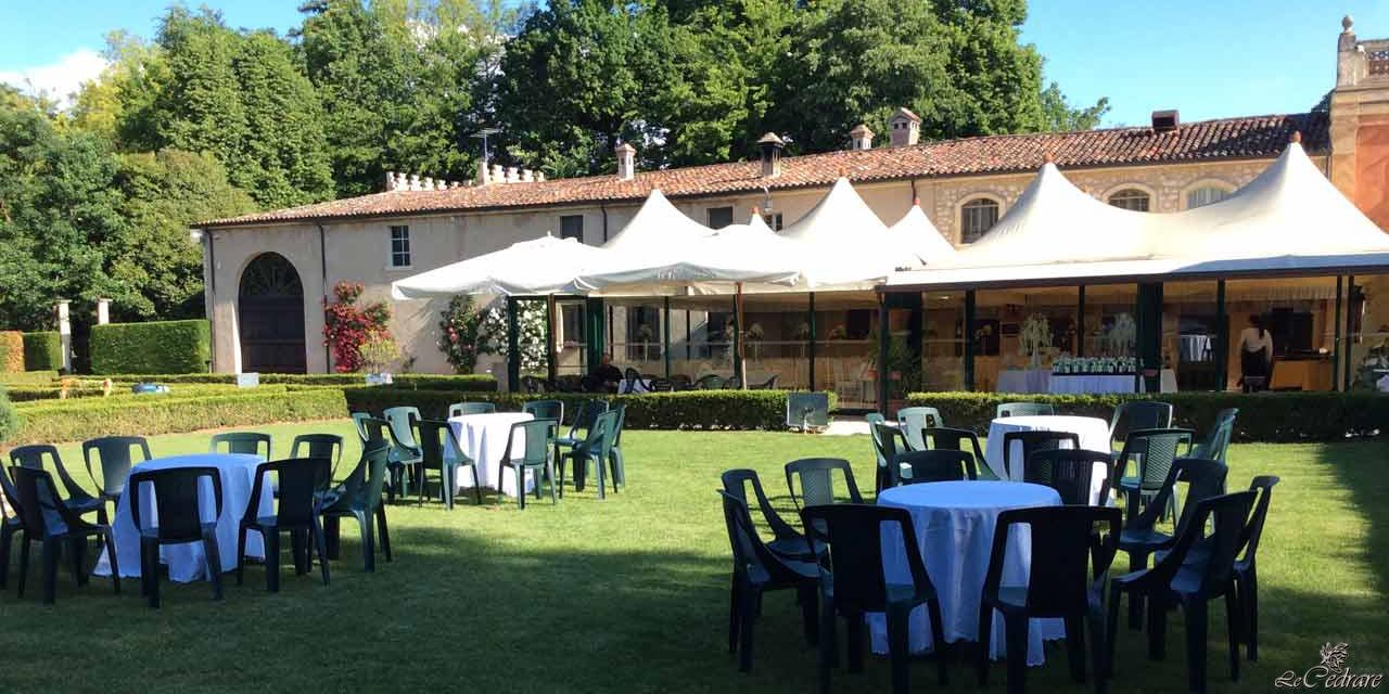 Restaurant with park for wedding